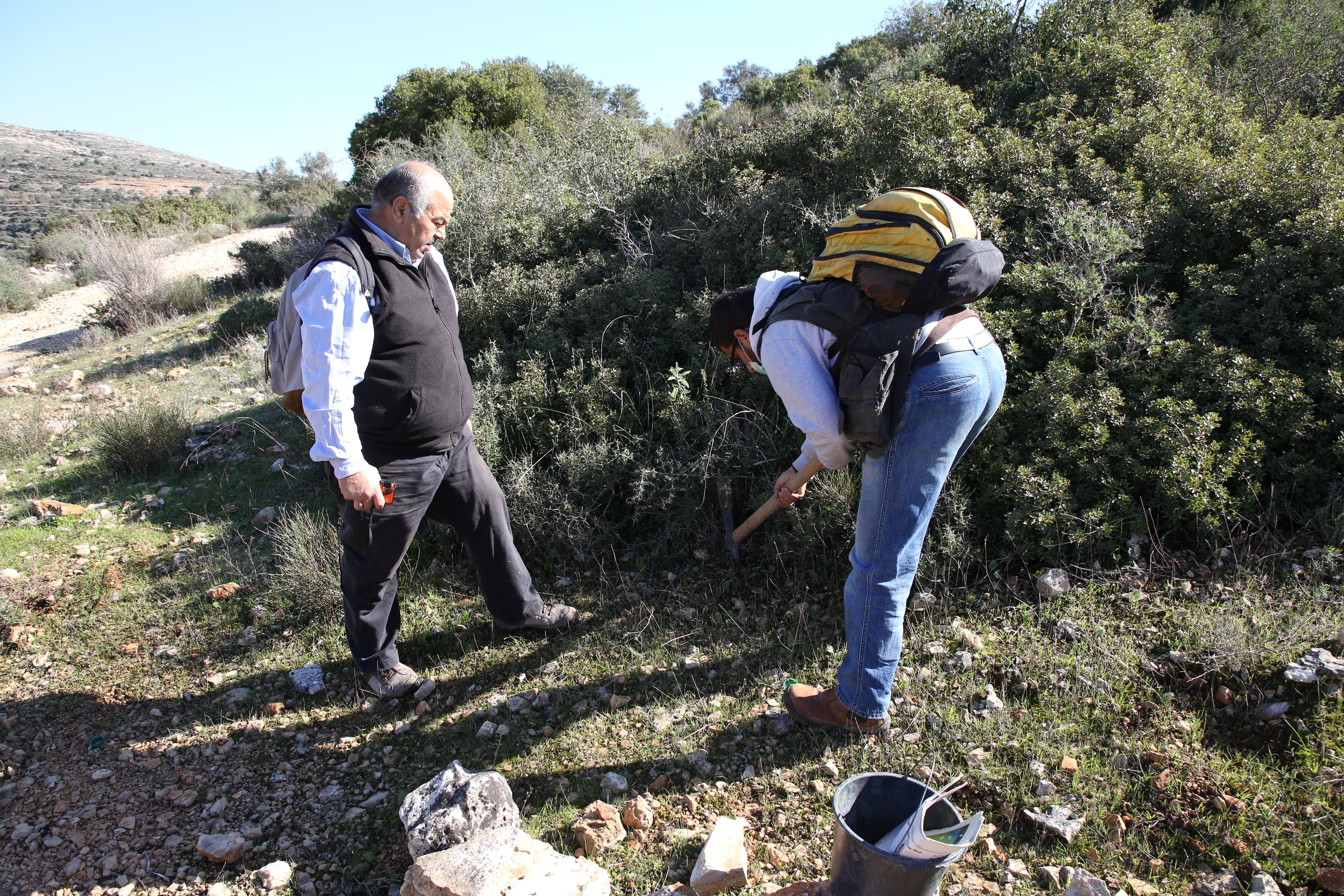 Surveying plant biodiversity in Bethlehem - © Mohammad Najajrah