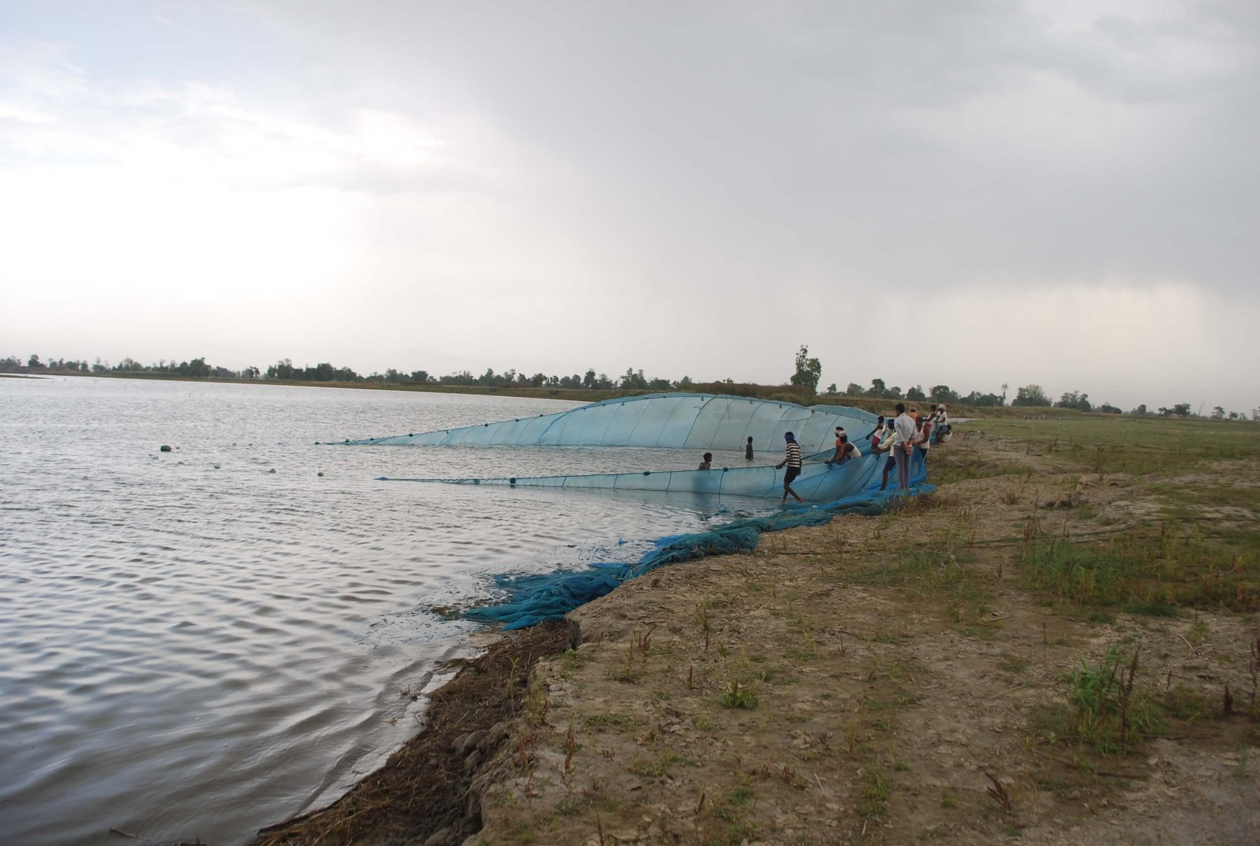 The team will be working to reduce the threat of gillnet fishing © Gopal Khanal